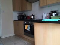 MASSIVE DOUBLE ROOM TO LET IN 4 BED SHARED HOME!AVAILABLE NOW!DONT MISS OUT!!£550PCM!!E17 4PE!!