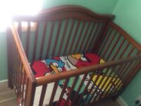 Baby crib very mint condition with mattress