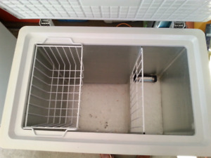 Danby  5 cubic feet deep freezer good to <-30C  in EUC no issues