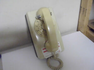 VINTAGE NORTHERN TELECOM OFF WHITE ROTARY WALL PHONE