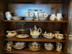 Royal Albert Mint Condition - 8 setting complete set