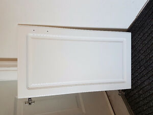 Doors and drawer faces w hinges