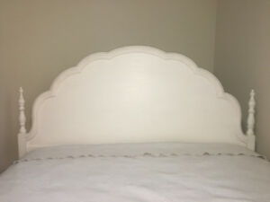 """Vintage """"Shabby Chic"""" Double Bed Frame"""