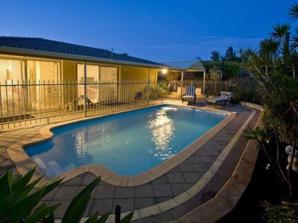 Share-Mansion in Belmont Town Centre w/Aircon & Pool