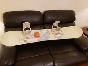 Woman's Snowboard, goggle, boots and helmet - planche kit