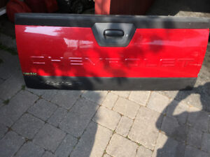 Chevy avalanche tail gate