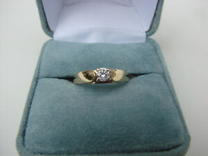 BEAUTIFUL 14K GOLD DIAMOND SOLITARE RING