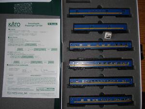 Model Train N scale locomotive Kato E8A VIA and 6-passenger car
