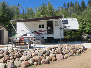 5th Wheel at Sandstone Lake (Larry's Cabins)