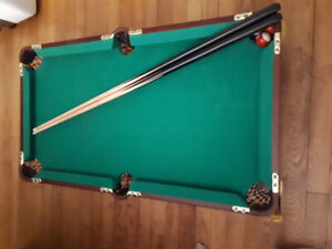 Mini Pool Table - Mint Condition, everything included