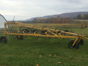 Wheel rake Buhler/Farm king for sale Gatineau Ottawa / Gatineau Area image 1