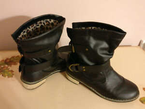 Worn couple times ladies black boots size 7