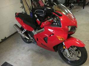 Honda VFR800 1999 parfaite condition, injection