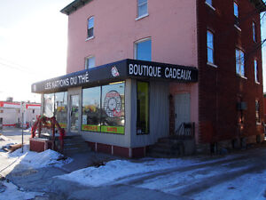 BEAU LOCAL COMMERCIALE A LOUER A SHERBROOKE RUE KING