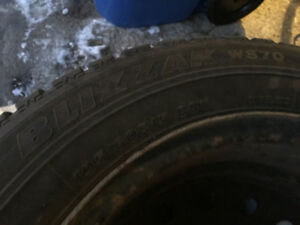 4 BLIZZAK Winter Tires on Rims EXCELLENT size 195 60 R15