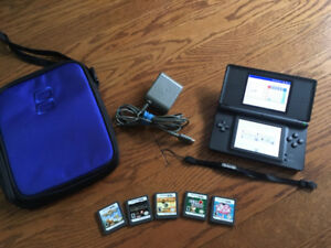 Nintendo DS Lite - Black - comes with case and 5 games!