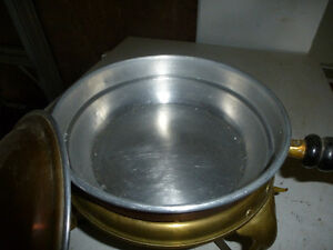 VINTAGE MID-CENTURY COPPER & BRASS COOKING POT/CHAFFING DISH Kingston Kingston Area image 4