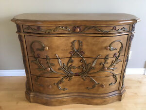 Beautiful Buffet / Server, excellent condition, $300