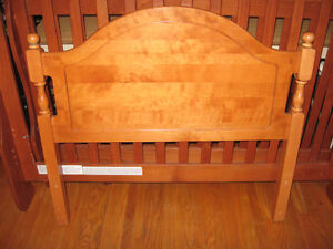 SINGLE BED HEAD BOARD AND FOOT BOARD SOLID WOOD Cambridge Kitchener Area image 1