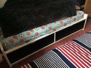 Base de lit simple avec matelas