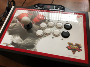Mad Catz Street Fighter V TE2+ Fightstick PS4