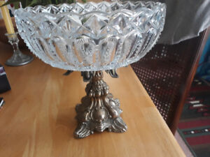 ANTIQUE CRYSTAL FRUIT BOWL AND STAND