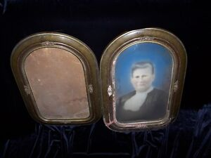 PAIR OF ANTIQUE FRAMES,ONLY ONE WITH BUBBLE GLASS & PIC