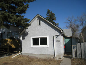 2 Beds Bungalow close to Winnipeg St/Victoria Ave