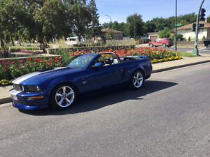 LOW MILEAGE 2006 MUSTANG GT CONVERTIBLE WITH MANY EXTRAS