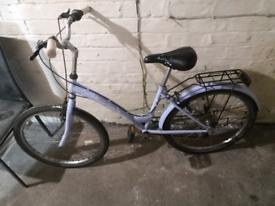 Ladies Sweet Spring cruiser bike in lilac
