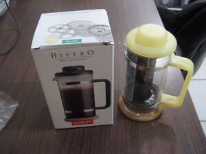 One 3 Cup Bistro Coffee Maker / Une Cafetiere Bistro 3 Tasses