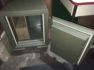 Floor Safe $200 if P/U payment by Sunday