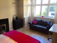 Large sunny dbl rm in large bright house - shared facilties - huge garden