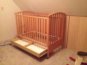3 in 1 Convertible crib, blankets, baby clothes etc