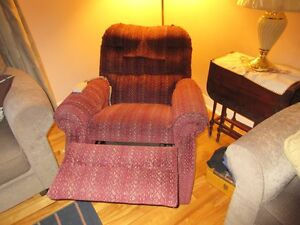 LIFTING CHAIR / CHAISE LEVE PERSONNE West Island Greater Montréal image 3