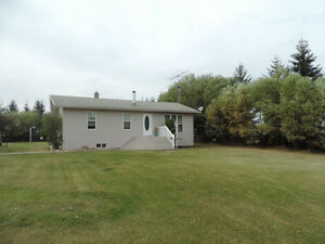 Warm and Inviting Acreage Atmore, Ab!!