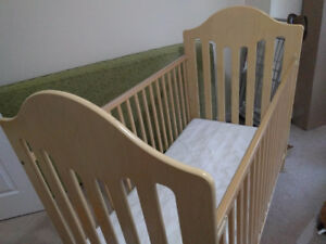 "Baby Crib very clean (pets free) ""Still available""-Free delivery"