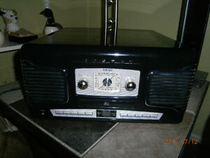 Vintage Style - Compact Teac AM/FM/CD/Record Player
