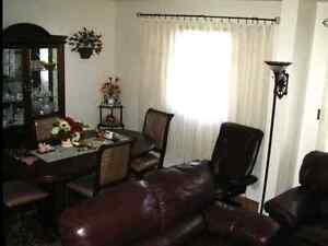 DINING SET FOR SALE  MOVING
