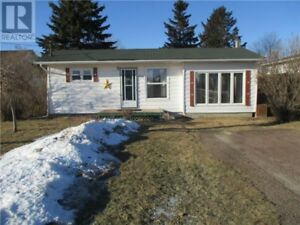Lots of renos done, close to walking trail, landscaped, deck!!
