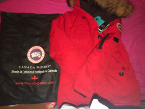 Authentic Brand new never worn Canada Goose Parka size XL Kids