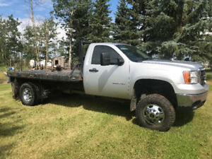 "2011 GMC 3500 reg cab flat deck 4"" lift 119kms"