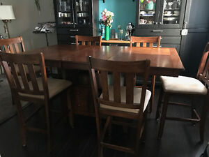 Bar height Dining set with 6 chairs- Great condition