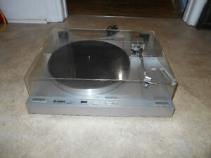 Excellent Yamaha P-450 Turntable.   SUPERB SOUND!