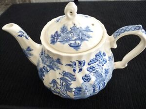 "Sadler ""Blue Willow"" Teapot"