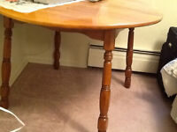 Wood round table with 4 chairs