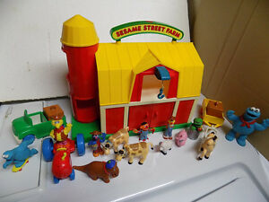 Vintage Sesame Street Farm with characters and accessories Kitchener / Waterloo Kitchener Area image 1