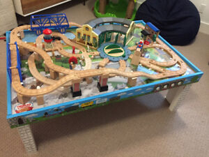 Thomas The Train Railway Tidmouth Shed Deluxe Set and Table