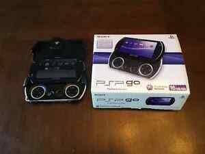 PSP GO 16GB avec boîte originale chargeur et étui de protection
