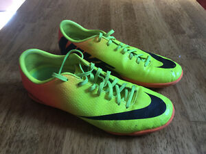 Indoor Soccer Shoes - Nike
